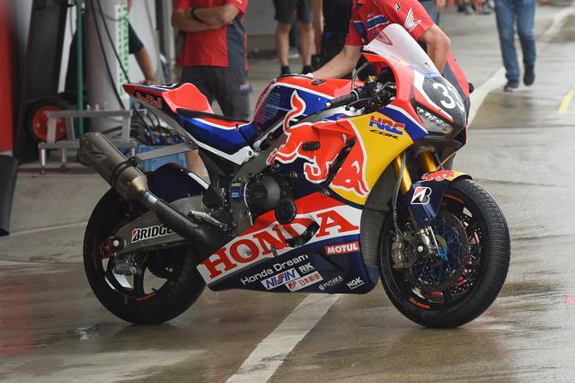 画像: 基本的にワールドスーパーバイクと同じ感じかな、レッドブルカラーのCBR1000RRWです カッコイー^^