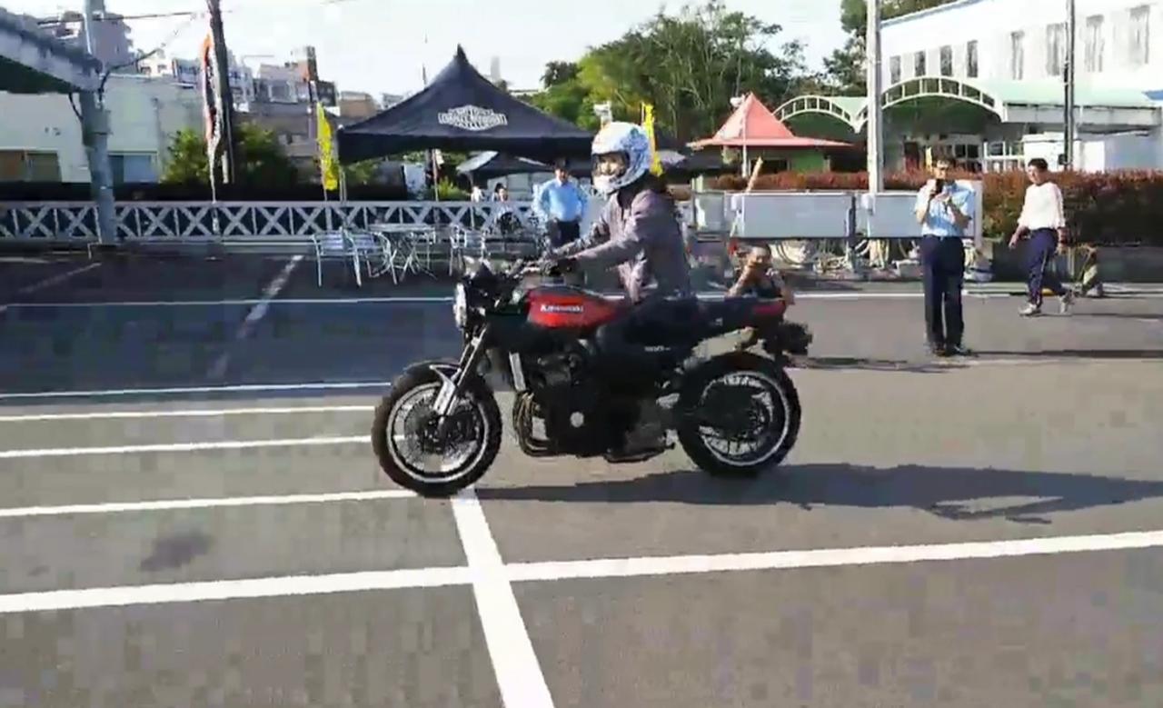 画像: Z900RS…乗る前に皆さんから、速いし馬力あるから気をつけて!って心配されて、ちょっとビビりながら乗ったけど全然大丈夫^^ 確かに滑らかな走りに加えて、加速が速いから狭い教習所だとスピードの出しすぎに注意かもしれないけど、それくらい馬力もあって走りたくなるバイクだったよ。