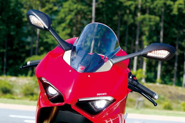 画像: ラムエアインテークを強調し、まるでライトのないレーサーのようなイメージを演出するため、LEDヘッドライトは極力奥にレイアウト。