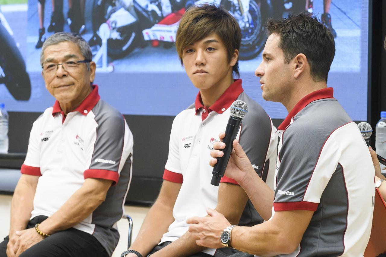 画像: 左から本田重樹会長、水野、ドゥ・プニエ エガーターは欠席しました