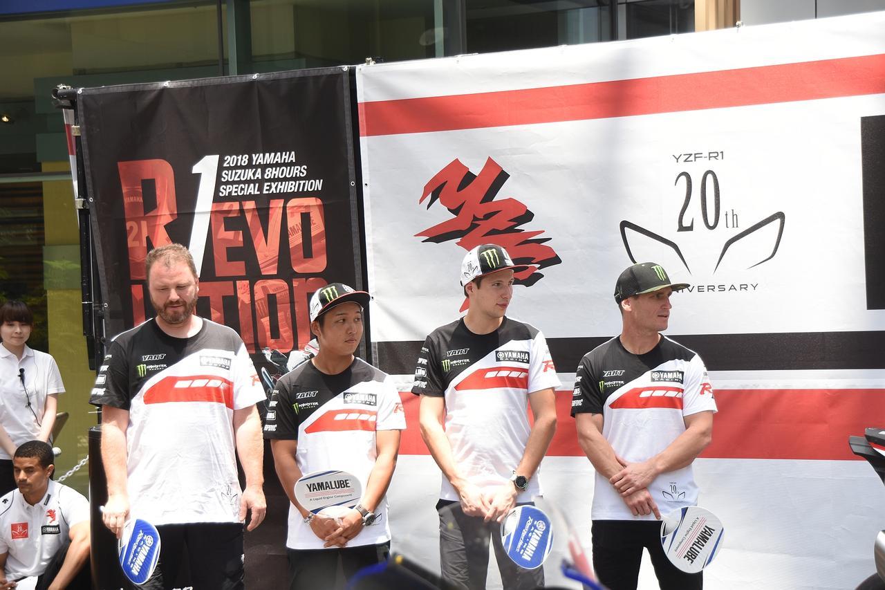 画像: 日本の藤田拓哉(左から2番目)が加入したYART 左からカインツ監督、藤田、フリッツ、パークス