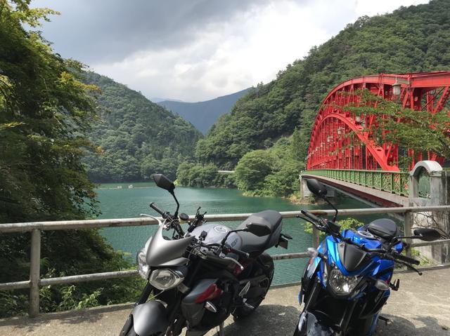 画像: ちょっと坂になってるこの場所に 2人で協力して大型バイク2台並べて撮影(^^)
