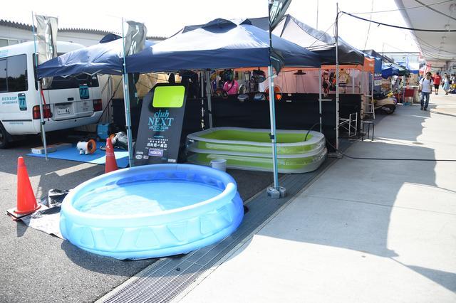 画像: ピット裏のごく基本的な体温下げる用のプール。日陰+プールは必要不可欠です