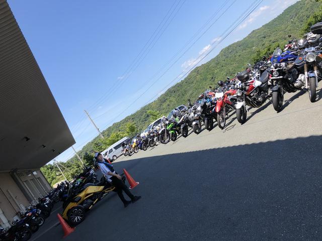 画像: わたしのバイクは左の奥の方…