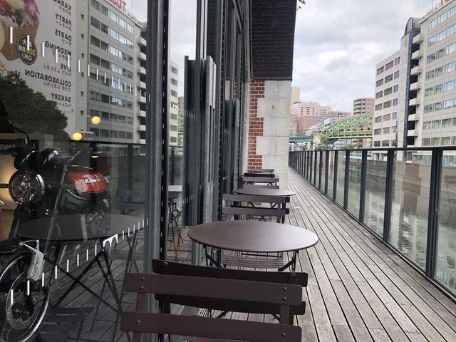 画像: 神田川沿いのテラスでひと休みも可能