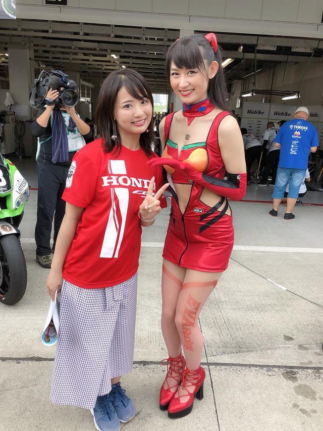 画像: 同じ事務所の久保田杏奈ちゃん(右)。 www.18pro.co.jp