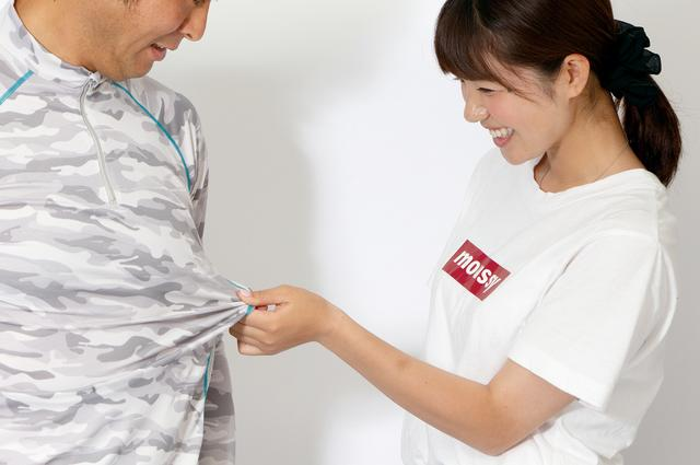 画像: 着圧タイプのインナーとは異なり、適度な伸縮性を持つ生地を採用。体への締め付けはほとんど感じず、動きやすいことも魅力。