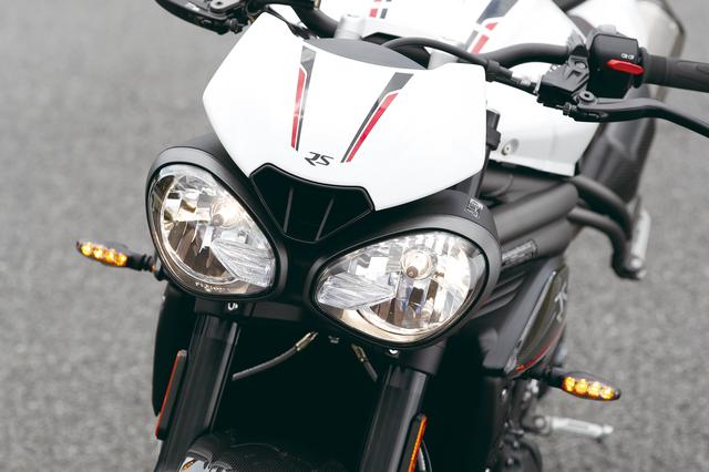 画像: ユニークな2眼ヘッドライトにフライスクリーンを組み合わせた個性的なマスクは健在。LEDのDRL(デイタイムランニングライト)も備える。