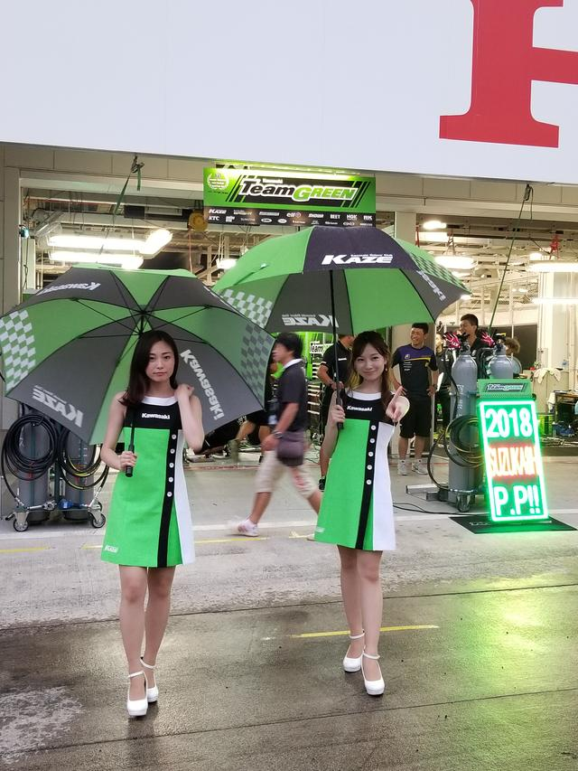 画像5: 雨の中でも華やかさと明るさで盛り上げてくれる8耐RQ!!