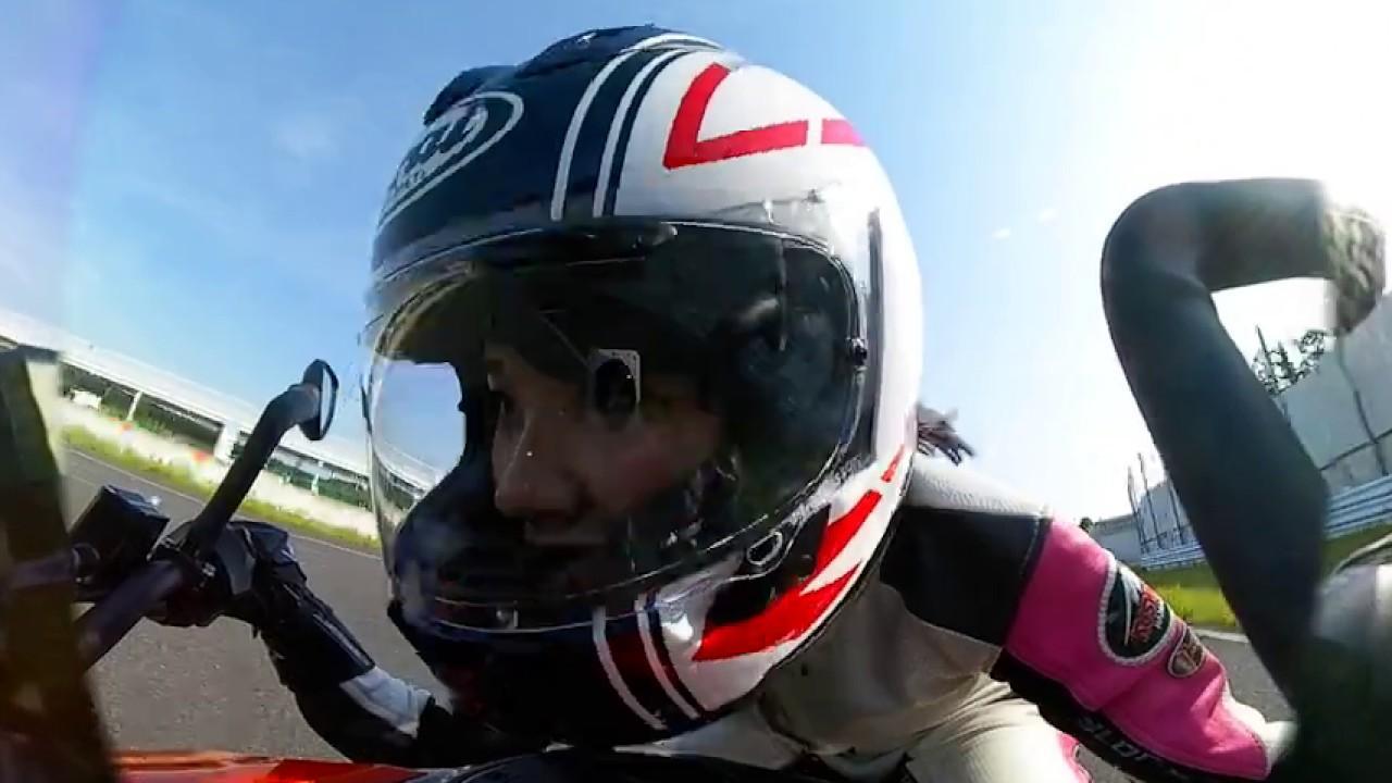 画像: 【オートバイ】梅本まどか、KTM 390 DUKE でサーキット走行 youtu.be