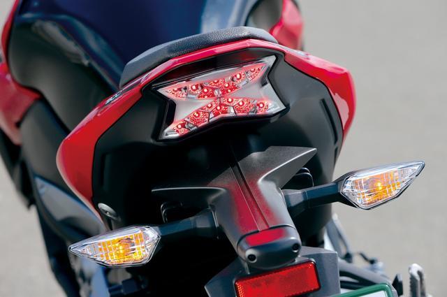 """画像: LEDテールライトは""""Z""""パターンに点灯するユニークなデザインを採用して、力強くスポーティなイメージを印象づけている。"""