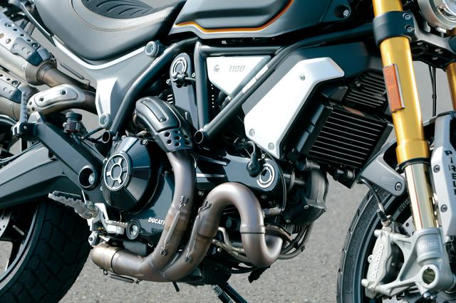 画像: モンスター1100のものがベースだが、エンジンはスクランブラーのキャラクターに合わせた設定。パワーは86PSだが、トルキーで豪快な加速を楽しめる。