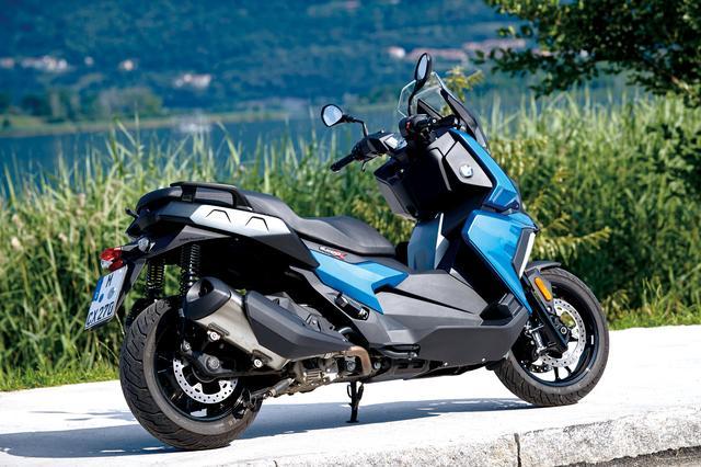 画像: ラグジュアリーを求める国内仕様のミッドサイズ・スクーターに対し、欧州仕様はよりキビキビとした走りとそれを支えるシャシーが求められる。C400Xはその要望にしっかりと応えたスクーターだ。 最高出力:34PS/7500rpm 最大トルク:3.56㎏-m/6000rpm 価格•日本導入時期:未定 www.bmw-motorrad.com