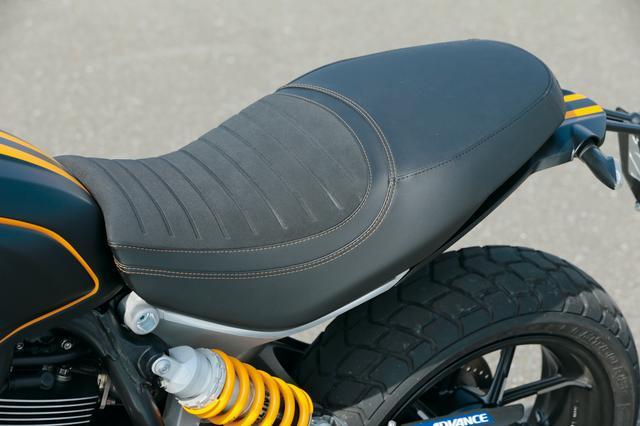 画像: シート高は810㎜で足つき性とホールド性に優れた形状となっている。