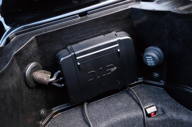 画像: 高速道路での走行には欠かせない、便利なETC車載器やスポーツグリップヒーターといった快適装備も標準となる。