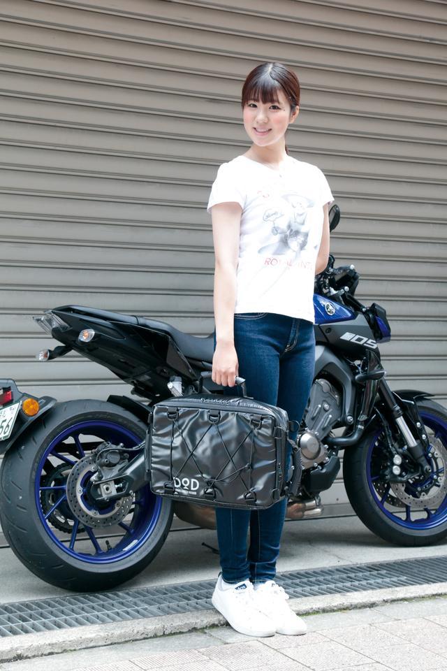 画像: 保冷バッグには見えないデザインなので通勤通学に使っても違和感なし。付属のベルトをセットすればショルダーバッグにもなる。 価格:3684円〜4136円(7月22日Amazon調べ) [サイズ]縦27㎝×横39㎝×厚さ9㎝ [容量]7L [カラー]ブラック、タン www.dod.camp