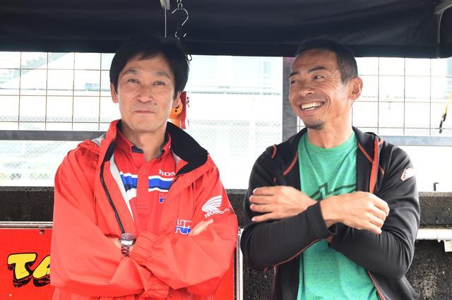 画像: きょうイチ、テンションのあがった写真です 宇川徹と柳川明 そのツーショットがオートポリスで実現しました なんだかわかんないひとは「チーム高武 鈴鹿4耐」ってググッてみて