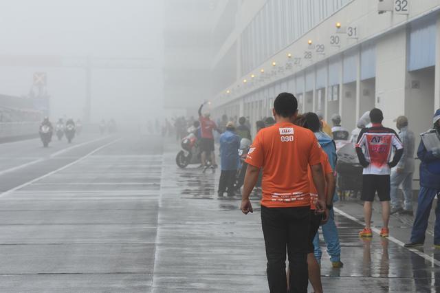 画像: 土曜の公式予選、スタート時刻がこれ ライダーによると「コースは見えてもポストのフラッグが見えない」