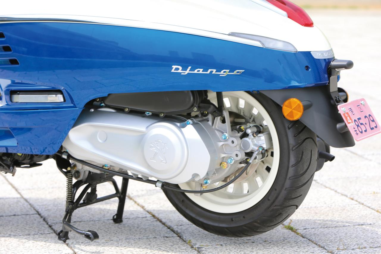 画像: ホイールサイズは前後共に12インチで、タイヤサイズも120/70と共通。ブレーキも前後ディスクブレーキが採用されている。