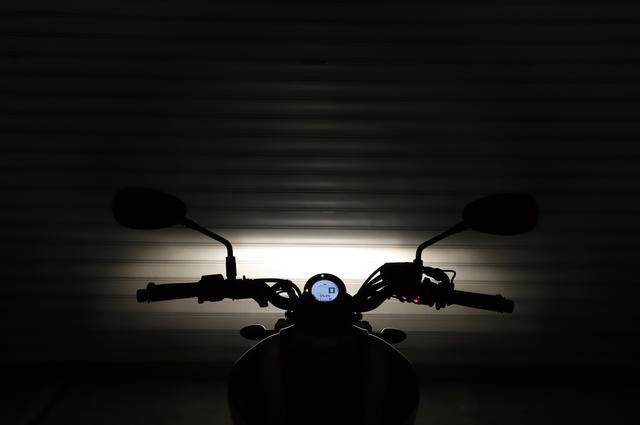 画像1: シャッキリとした白い光で闇を切り裂く