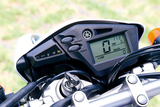 画像: デジタル表示の速度計を中心とするシンプルなデザインの液晶メーターパネル。時計、ツイントリップ機能も備える。