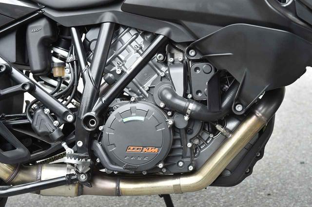 画像: 「The Beast」とKTMが呼ぶ1290 SUPER DUKE Rの水冷1300ccVツインエンジンがベース。