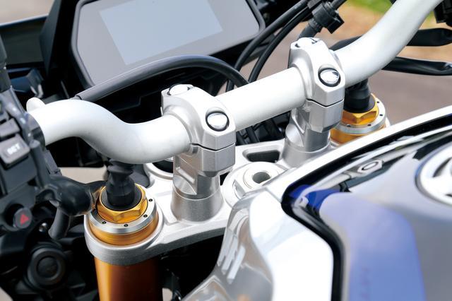 画像: MT-10 SP ABS MT-10SPはオーリンズ製の電子制御倒立フォーク。ボタン操作で簡単にセッティング変更ができ、オートモードでは最適なセッティングが得られる。