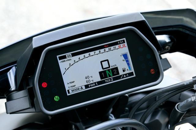 画像: MT-10 SP ABS SPはスタンダードなMT-10とは異なり、フルカラーTFT液晶を使用したメーターを標準装着。電子制御サスのセッティングなども表示される。