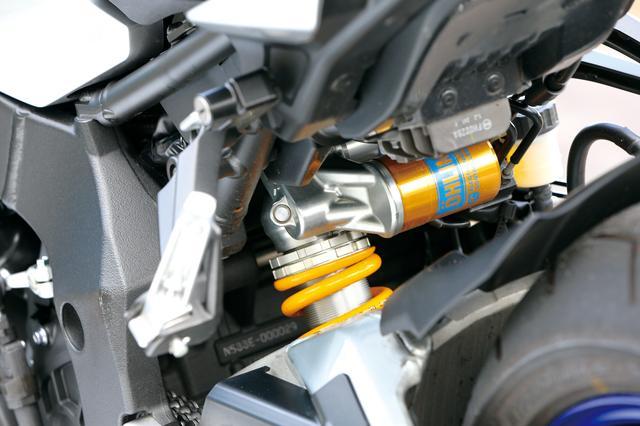 画像: MT-10 SP ABS リアサスにもオーリンズ製の電子制御タイプを装備。フロントと合わせて遠隔セッティングやオートモードを使うことが出来る。