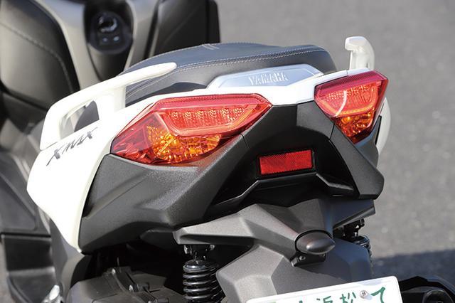 画像: シート上下トランクの容量確保をギリギリまで追求したレイアウトのため、LEDテールランプは左右分割デザインとなった。