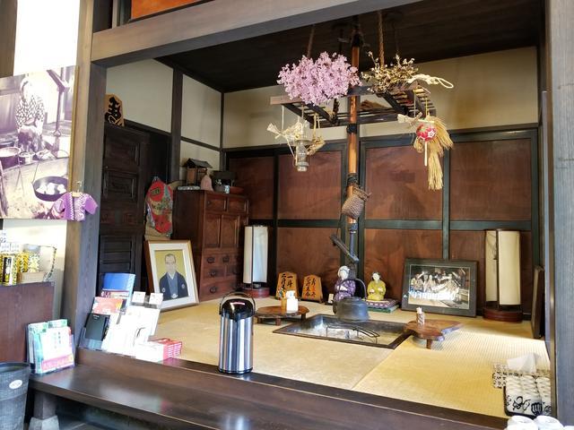 画像: ここに写ってるポットの中身がそば茶です! おばちゃん家みたいな落ち着く空間で、ちょっと休憩のつもりが長居したくなるようなお店ですε-(´∀`*)