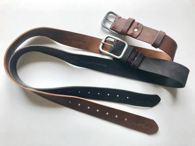 画像: Full Grain Leather Belt 定価:5,900円(税込) ※ブラックはなくなり次第販売終了。 手縫いの赤い糸がアクセントの調節可能なフルグレインレザーベルト。