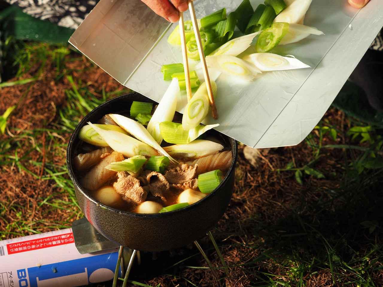 画像: ②長ネギは斜め切りにして後から煮る