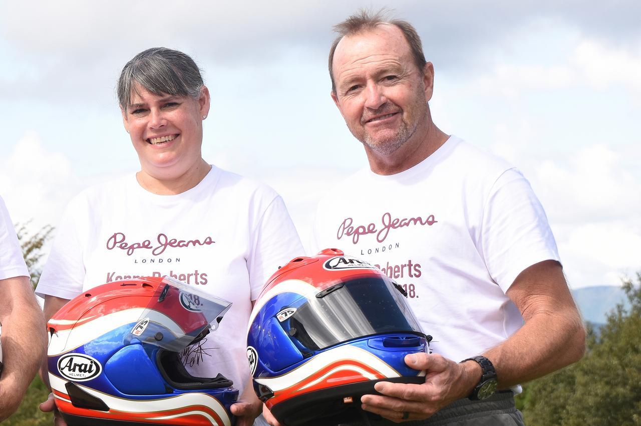 画像: ババ・ショバートさん。左は奥さま。僕、ババさんの大ファンでした^^ 今回用にアライヘルメットさんが新たにババさん用にヘルメットを組んでくれたそうです