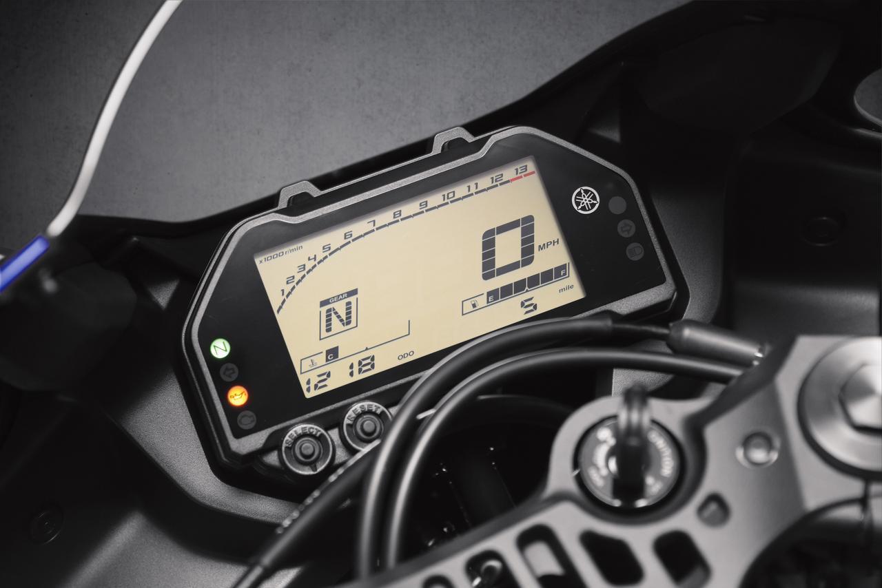 画像: フル液晶のマルチファンクションデジタルスピードメーターを新たに採用。