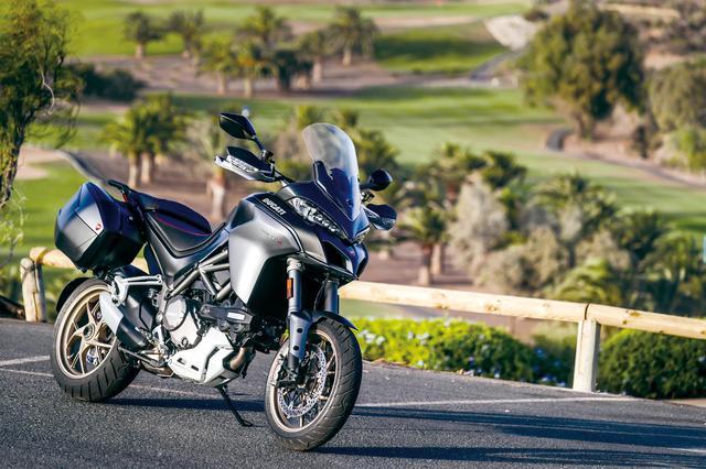 画像: パワフルなのに穏やか。スポーティーなのにマイルド、引き締まった足なのに乗り心地が良い。基本的なメカニカル部分に加え、電子制御を含め徹底的に味付けされているバイクだ。 最高出力:158PS/9500rpm 最大トルク:13.2㎏-m/7500rpm 価格:231万6000円(STD)、262万5000円〜266万5000円(S)、306万9000円(Pikes Peak) 発売日:2018年4月発売予定