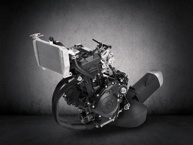 画像9: R1直系のデザインに倒立フォーク&液晶メーターを新採用