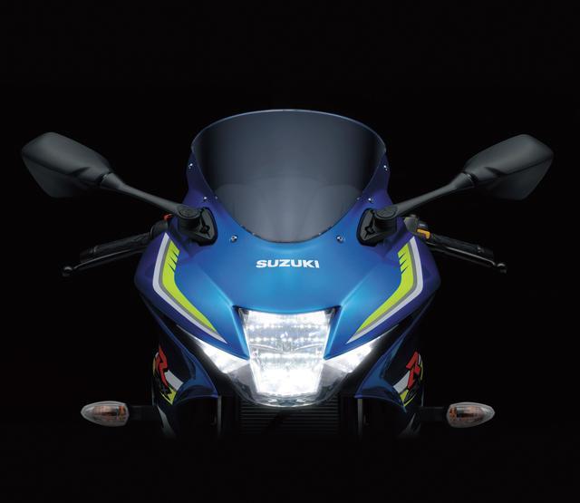 画像: シリーズ共通の縦2灯式LEDヘッドライトが印象的なフロントマスク。小さいながらもGSX-Rシリーズのアイデンティティをアピールする部分。