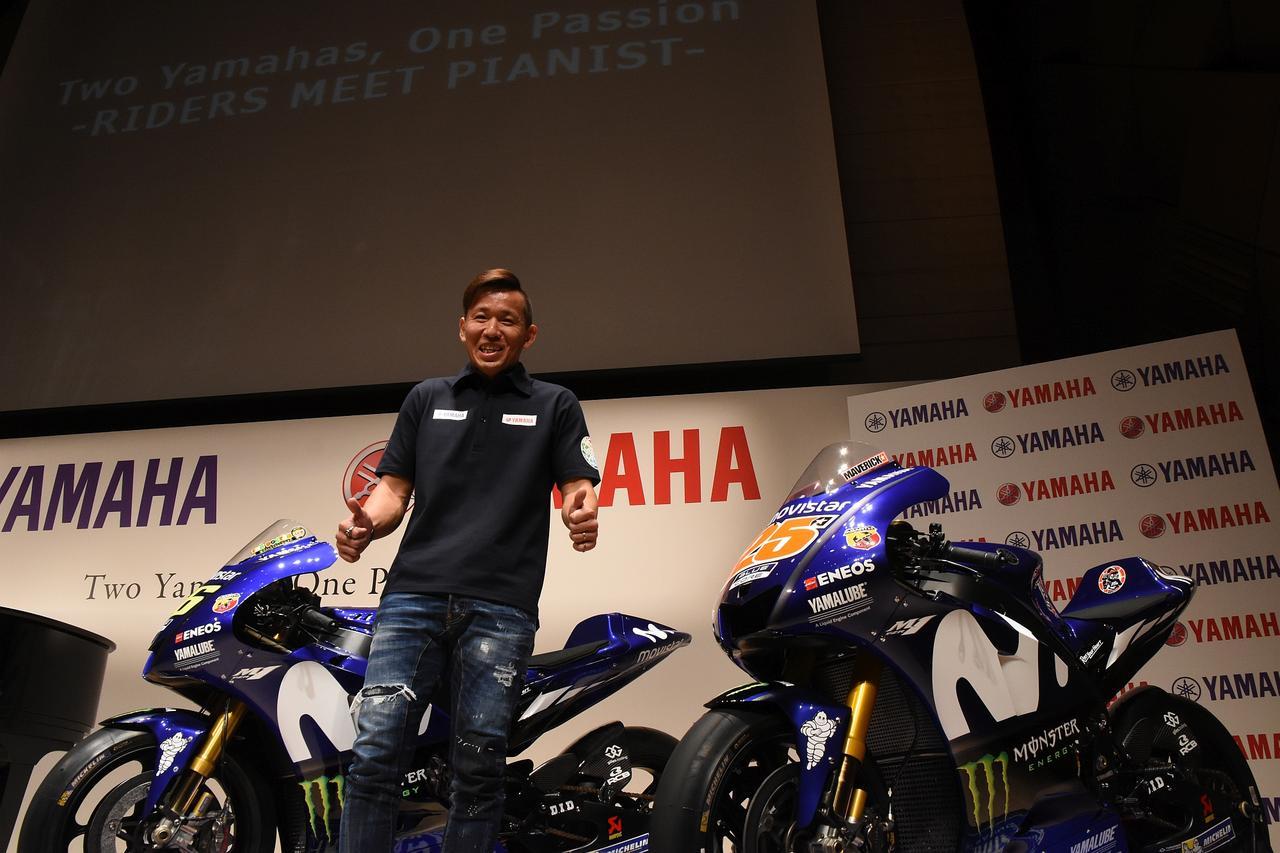 画像: ワイルドカードエントリーの中須賀は、この2台のところに手招きして撮影させてもらうと「オレのバイクじゃないもん。ファンの気持ちでいい?」とダブルサムアップくれましたw