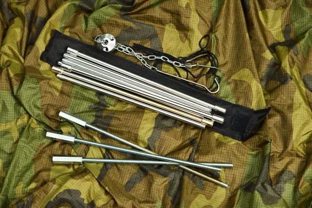 画像: 上がトライポッドDG-0104、下はホムセンで購入した寸切りボルトに長ナットを取り付けたもの。トライポッドに付属していたキャリングバッグに、ぜんぶ納まった。