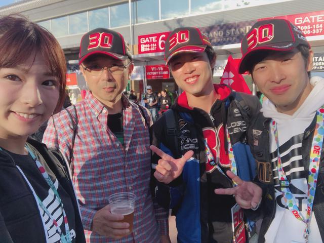 画像: お住い❥栃木県 お名前❥宮城父 宮城Jr シゲキさん 好きな選手❥中上選手 親子とお友達で観戦だそうです。とても仲良しで、中上さんグッズを身につけて応援していました♫