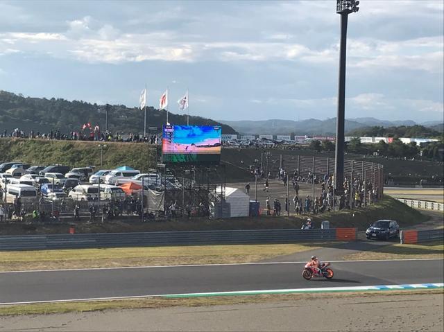画像3: 私は4輪も2輪もサーキットに行ってレースを観るのが大好きです♪