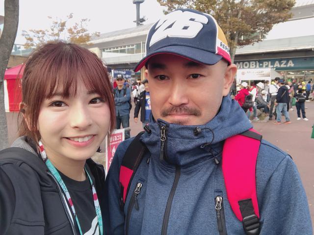 画像: お名前❥ガイさん お住い❥神奈川県 好きな選手❥みんな好き!特に中上選手 中上選手へメッセージ❥予選では2位を決めてくれてありがとう! ハーレー乗りですがCBR1000RRを検討中だそうです♫ 実は帽子2つ持っていらっしゃって、せっなくなので両方で撮影させていただきました♡