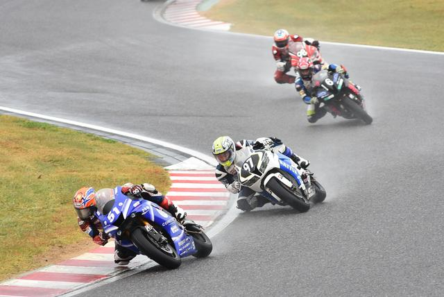 画像: 次々とトップがかわったST600は#51岡本が2位フィニッシュでチャンピオンを獲得!
