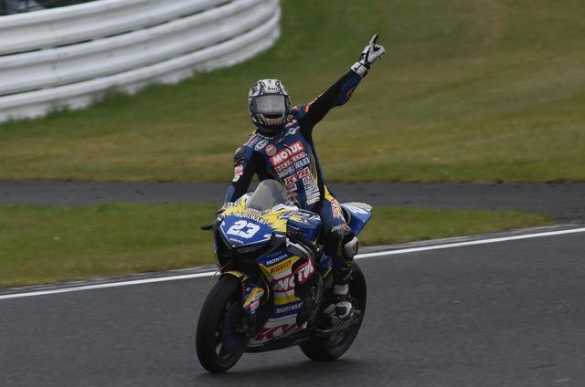 画像: 清成、2007年の最終戦MFJグランプリ以来の全日本優勝です! 嬉しさバクハツ!