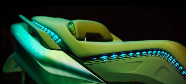 画像: シートに沿っての電飾的なLEDはプロトタイプの展示車ってことでの遊びでしょうか。