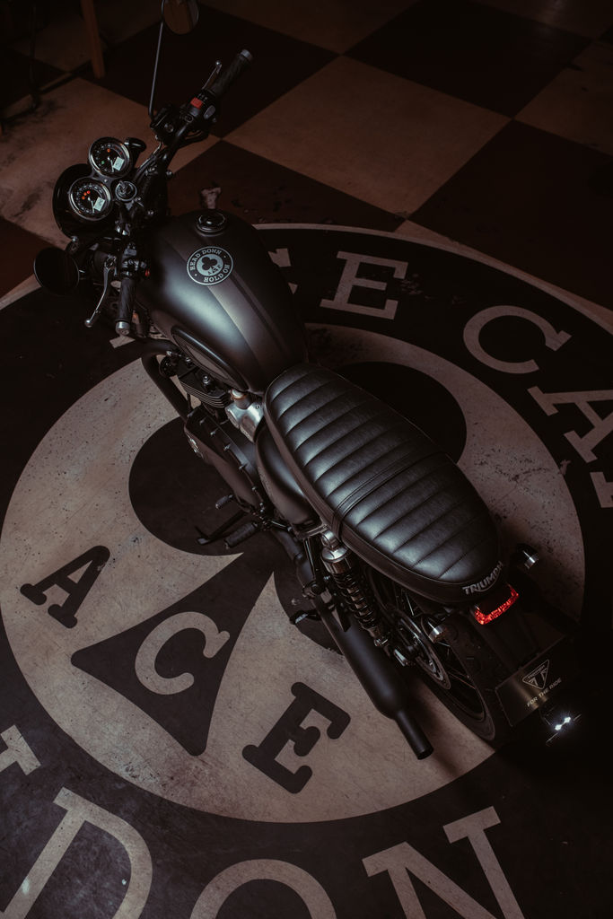 NEW 2019 BONNEVILLE T120 ACE 仕様を発表