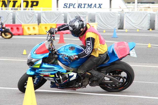 画像: SB(シードビッグバイク)級 1位辻家治彦選手&GSX-R1000 1分24秒308