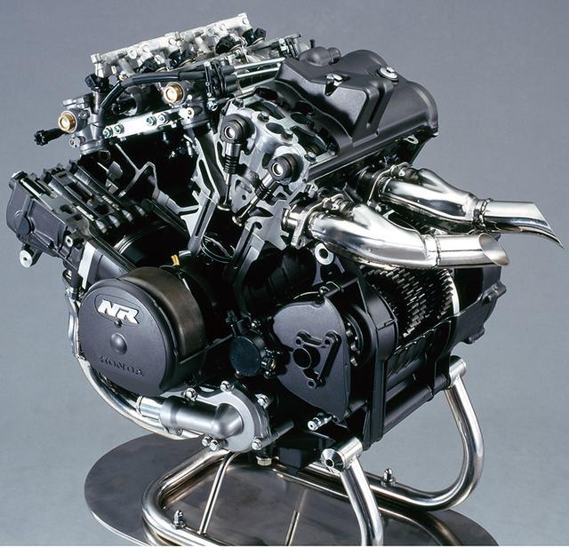 画像: ワークスレーサーNR500の開発で得られたノウハウを投入した750cc水冷V4。チタンコンロッドやツインプラグを装備、いち早くPGM-FIも採用した。