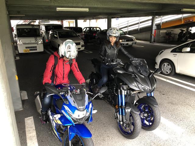 画像: この日は梅ちゃんと撮影。写真はファミレスの駐車場です。